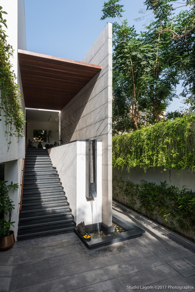 Skewed House by Studio Lagom