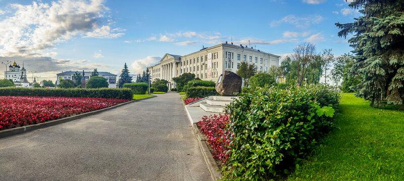 Выхожу на площадь Ленина.
