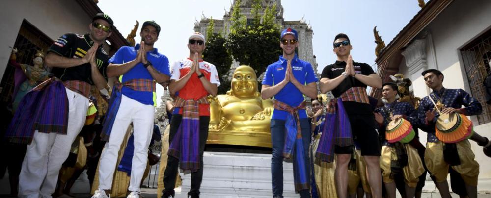 Гонщики MotoGP посетили столицу Таиланда