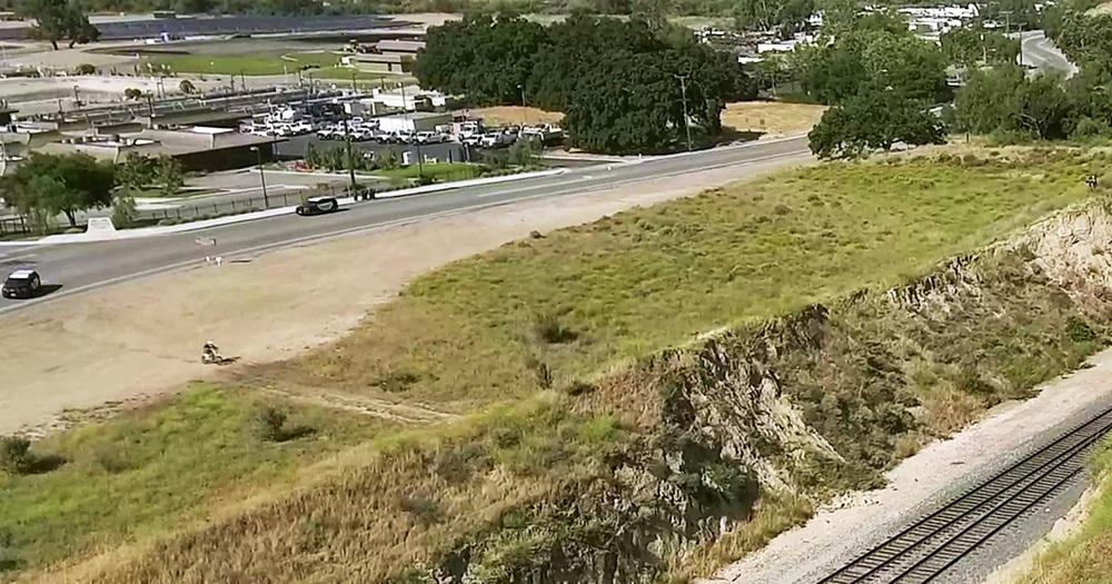 Колби Раха совершил прыжок через железнодорожные пути (видео)