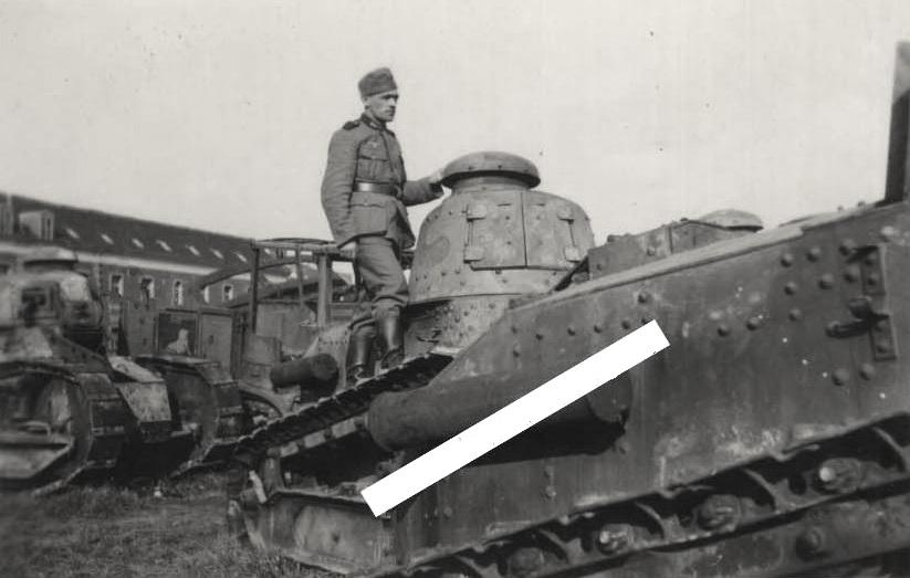 Захваченные югославские танки Renault FT-18. Балканы, 11 мая 1941 г.