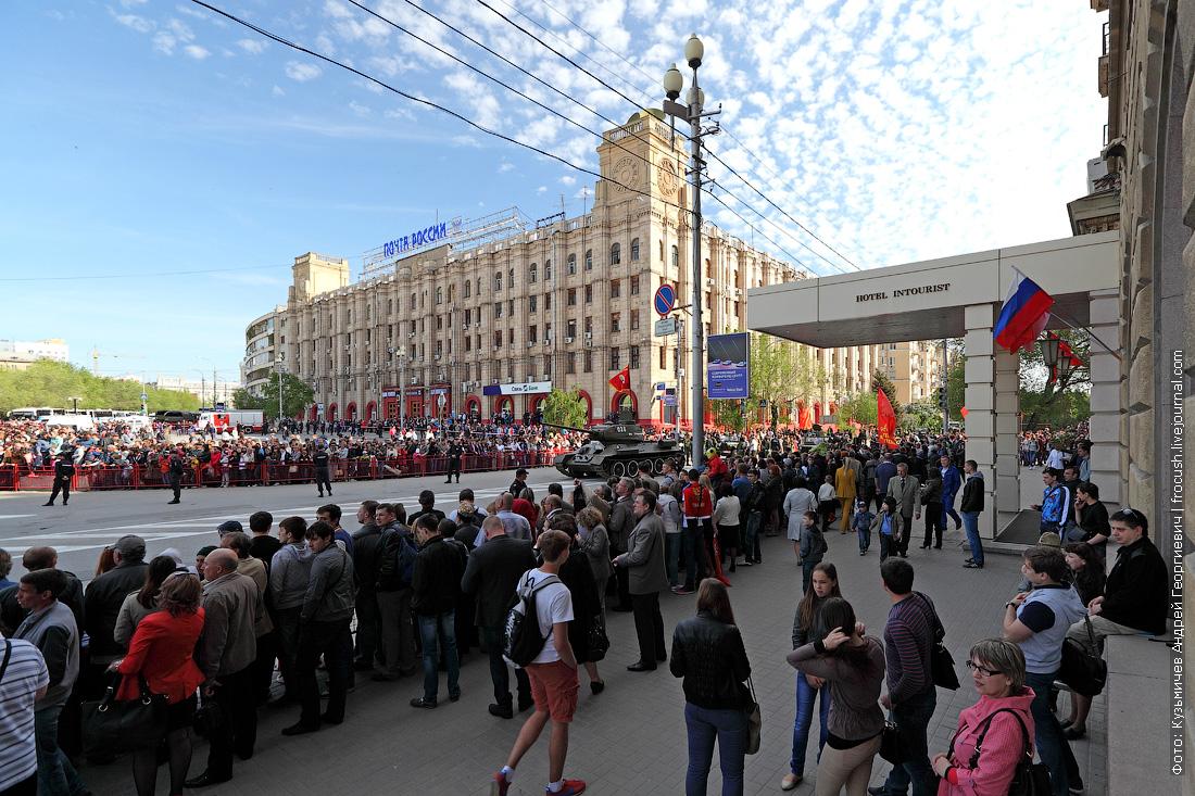 начало парада в Волгограде на площади Павших борцов