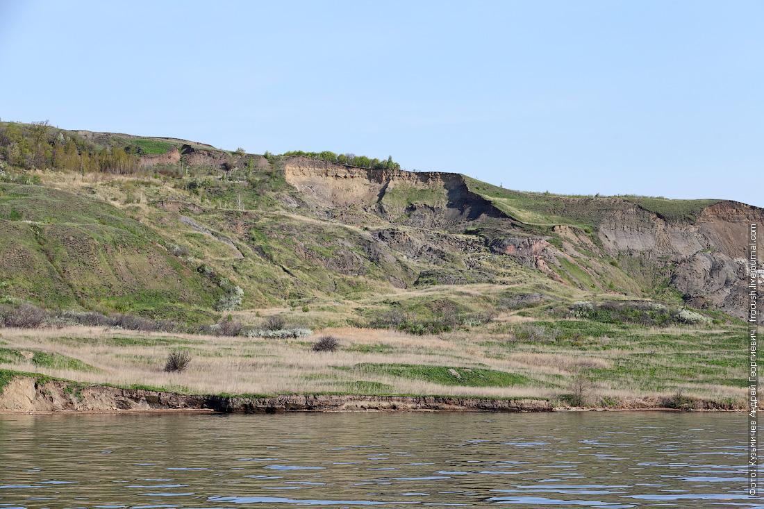правый обрывистый берег Саратовского водохранилища
