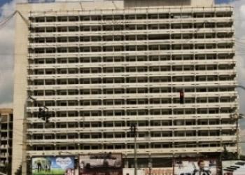 Мужчина пытался сброситься с крыши гостиницы «Националь»