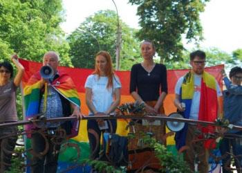 Представители ЛГБТ-сообщества готовятся к параду