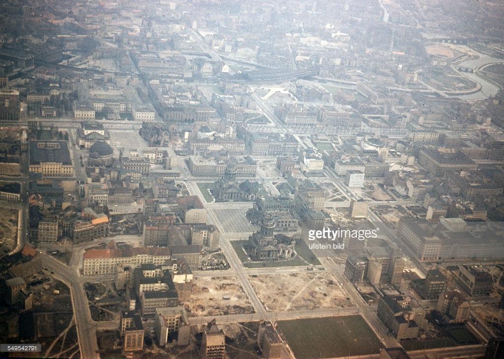 Берлин 1958с aerial view of the Gendarmenmarkt.jpg