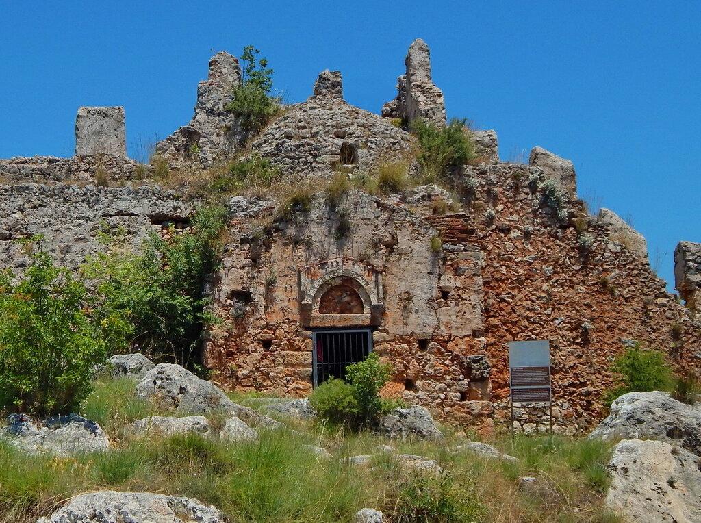 Христианская церковь в Аланийской крепости