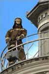 Манекен пожарного на пожарной каланче г.Омска