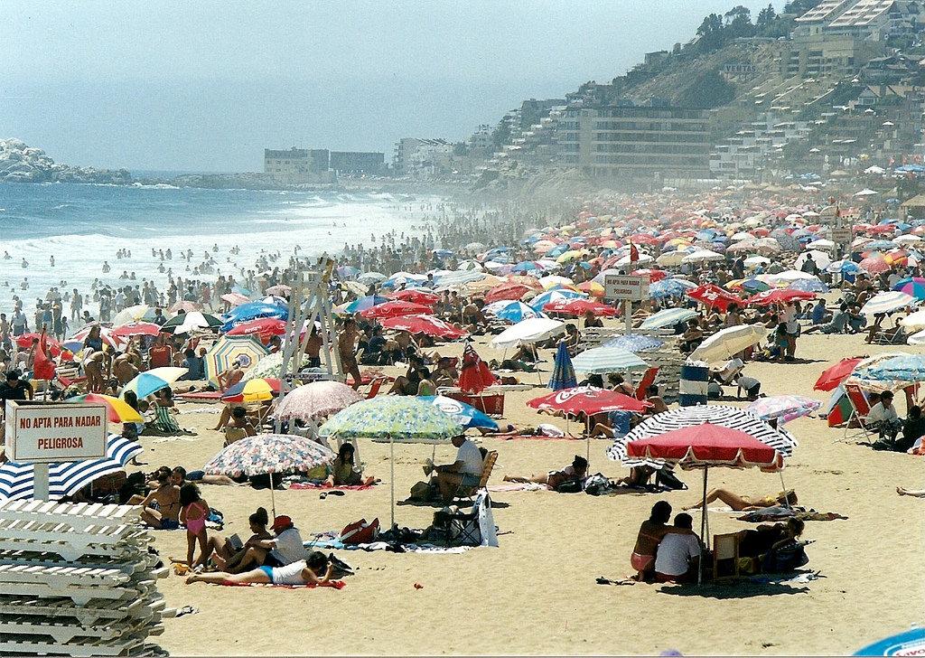 Пляжная жизнь Чили в 1980-е годы на цветных снимках