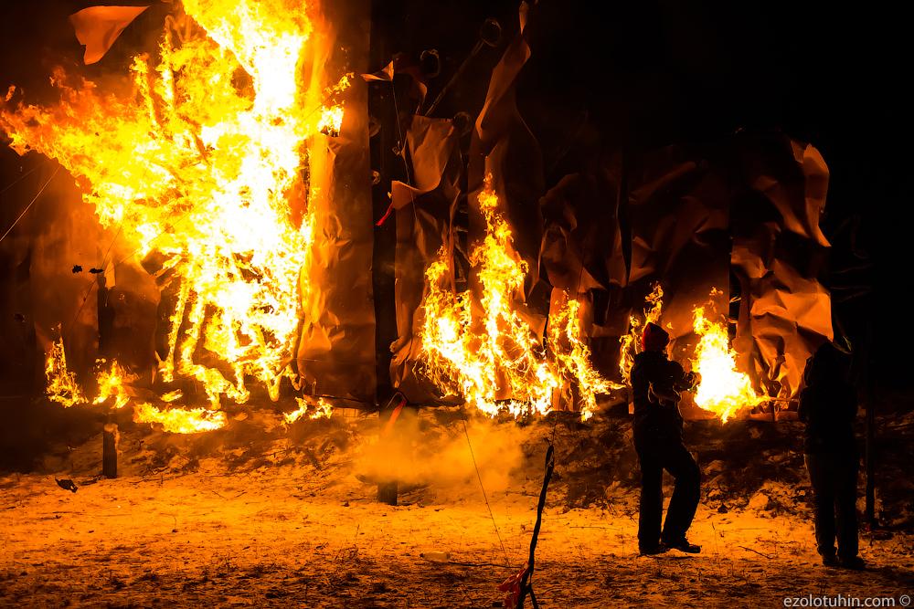 Эстонцы жгут! Как жестоко в Таллине прощаются с символами нового года