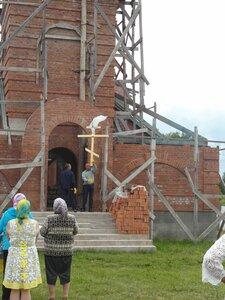 Подъём креста на храм в селе Рябчи. 15.06.2014 года.