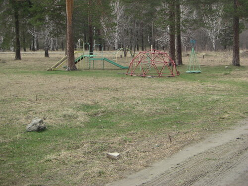 Детская площадка вдеревне Силач