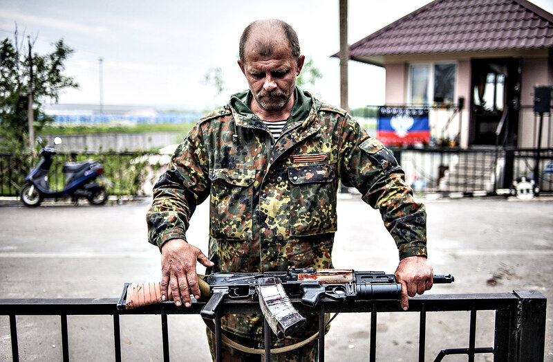 Crisis in Ukraine...epa04202481 An armed pro-Russian militant stands at a checkpoint near Slaviansk, Ukraine, 12 May 2014. The secession referendum on 11 May, allowed the three million residents of the provinces of Luhansk and Donetsk vote on whether they