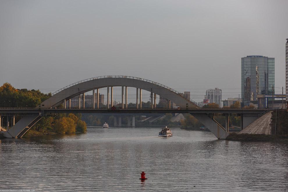 53. Но в качестве компенсации, когда наш теплоход проплывал под мостом, по нему проехал Сапсан!