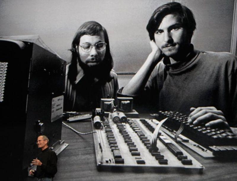 На первой встрече клуба Джобс и Возняк смогли попробовать Altair 8800 — один из первых микрокомпьюте