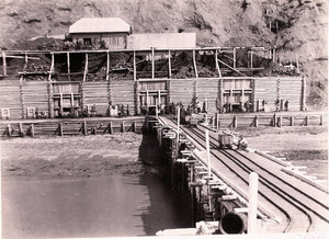 Вид новых угольных складов и части морской пристани общества Сахалин.