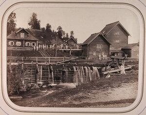 Работники мукомольного завода на территории завода. Марково