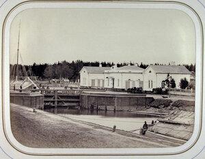 Вид домов у шлюза Безопасностьна Белозерском канале. Белозерск