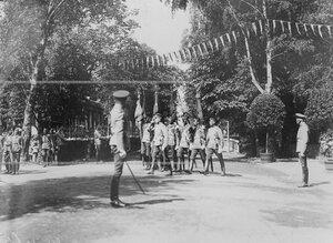 Вынос штандартов полка в день открытия памятника шефу полка , великому князю Михаилу Николаевичу .
