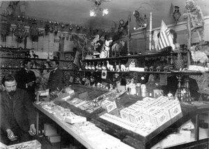 Магазин елочных украшений и игрушек.