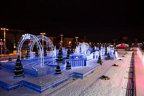 Москва. Каток на ВДНХ новогодним зимним вечером.