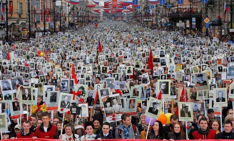 9 мая на Невском в СПб, фото  Дмитрия Ловецкого ( агенство рейтер).jpg
