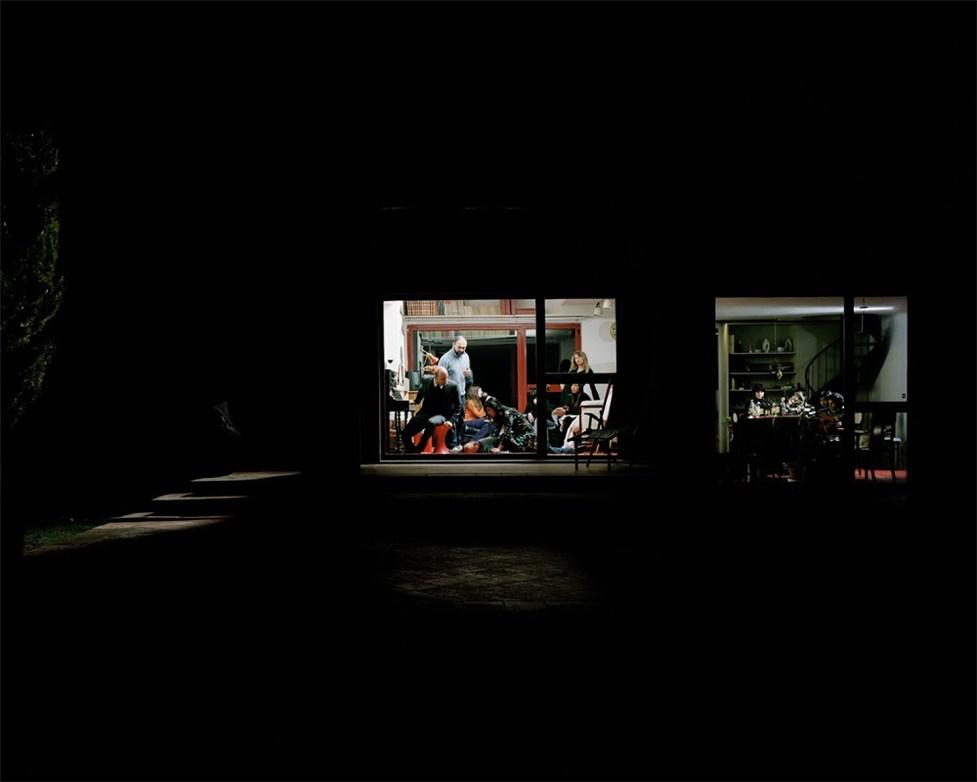 Заглянем за окно / Through the window by Giorgio Barrera