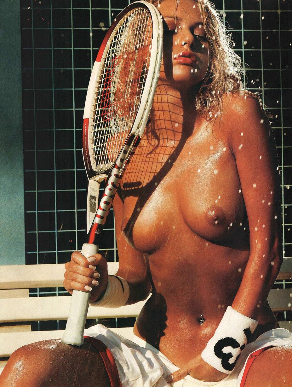 голая теннисистка Алена Калинина - Playboy Russia октябрь 2005