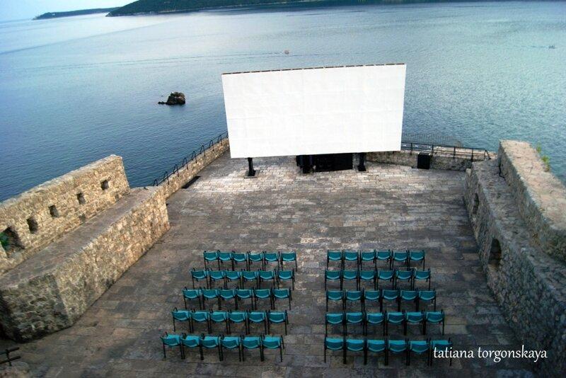 Летний кинотеатр в крепости