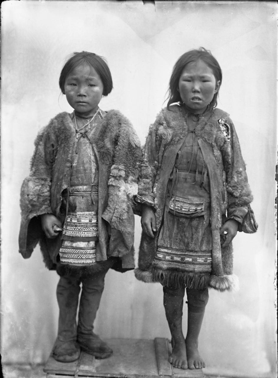 Тунгусские мальчик и девочка, Сибирь, 1901