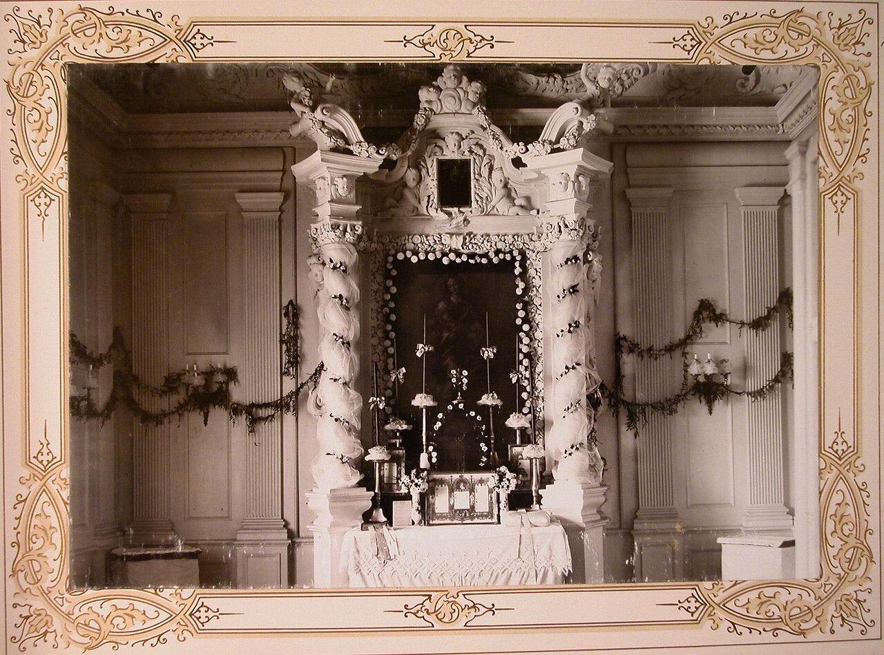 7. Вид иконы с изображением Богоматери в одном из институтских помещений