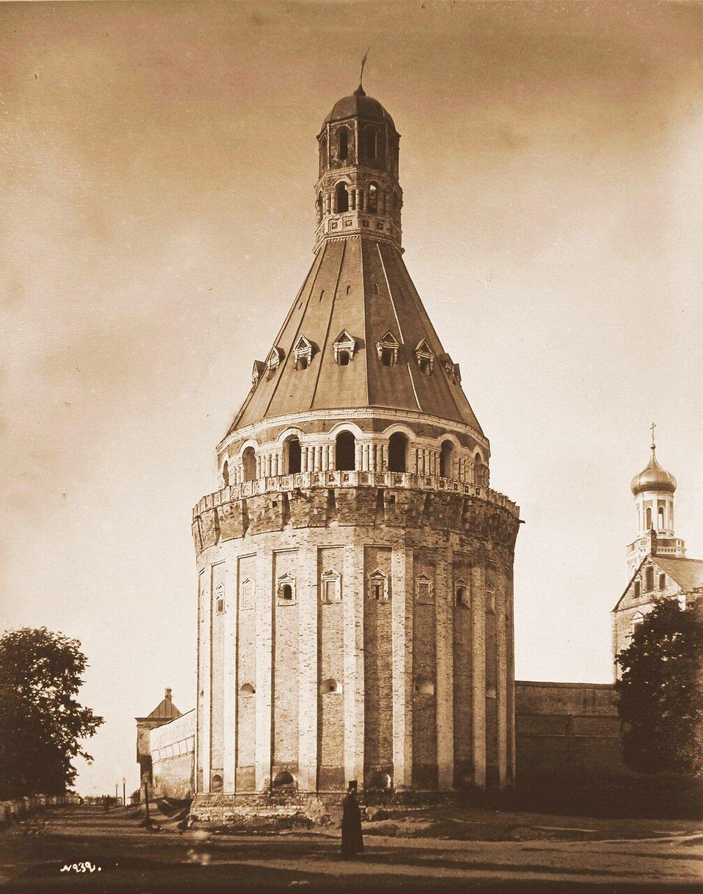 Вид одной из башен -Дуло-Симонова Успенского мужского монастыря,основанного в 1370 г.(каменная ограда постройки 40-х гг.XVII в.).