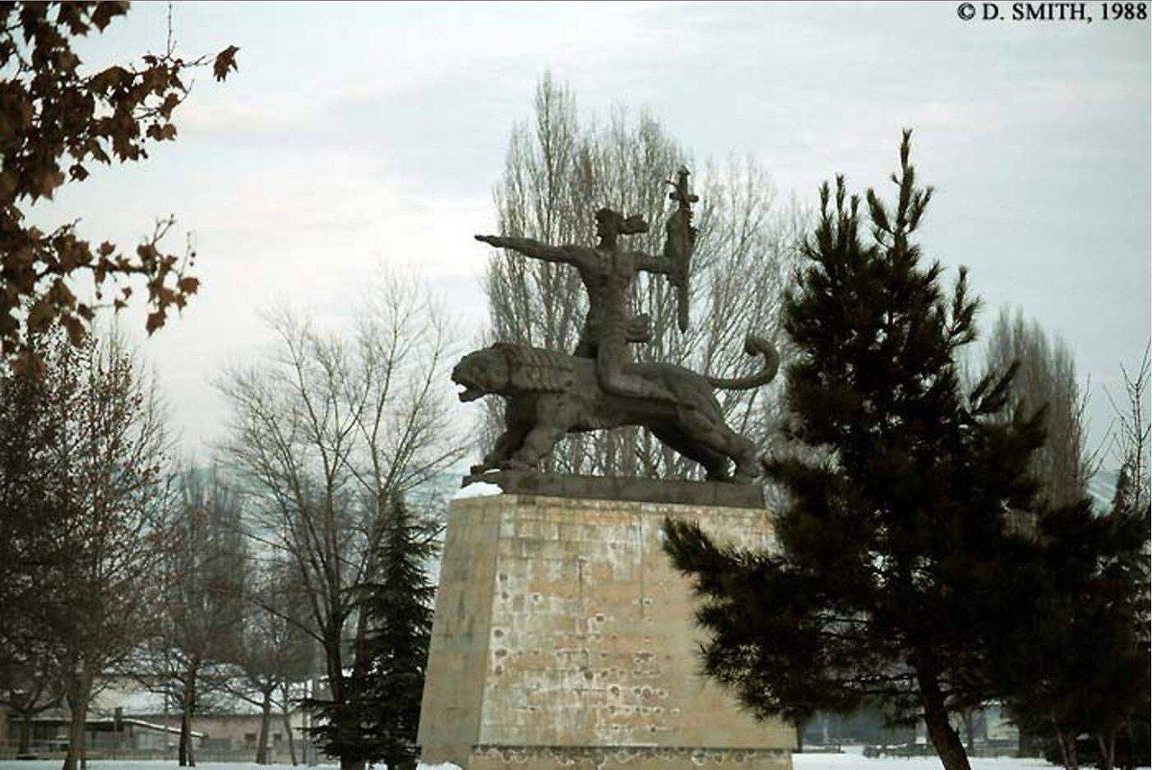 Гори. Монумент Победы