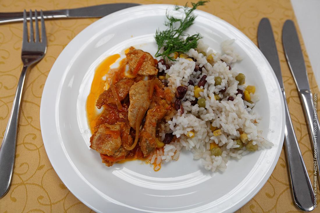 Поджарка из свинины, рис отварной с овощами