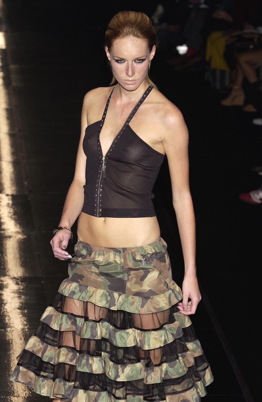 Сиськи моделей на показах, видео девушка грудастая дрочит крупным планом