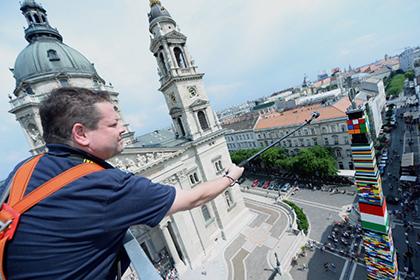 В Венгрии построили башню из «Лего» 36-метровой высоты