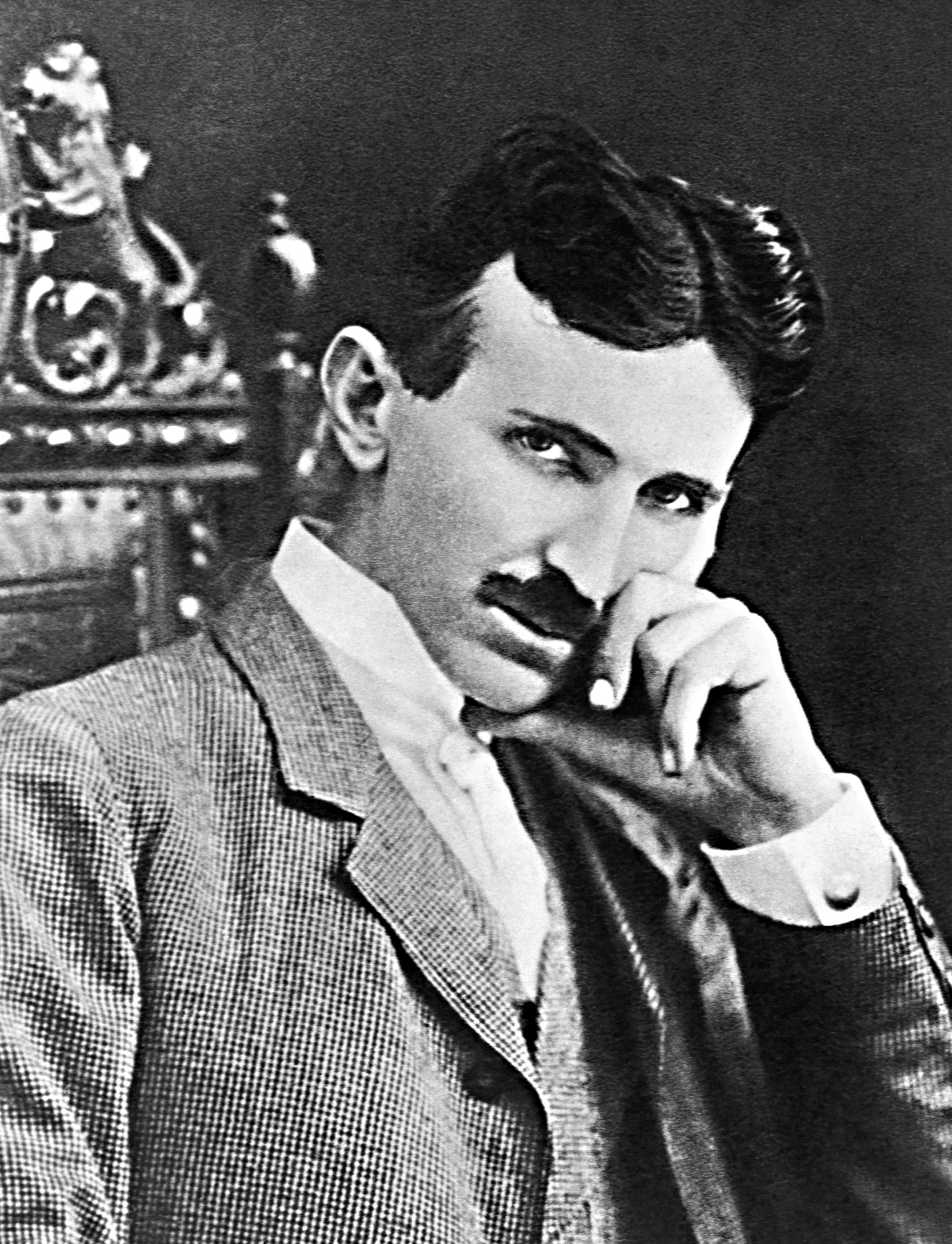 1901 публикуется статья с заявлением Тесла под заголовком «Разговаривая с планетами.» Тесла заявляет, что общение с жителями других миров с других планет для него - научная реальность.