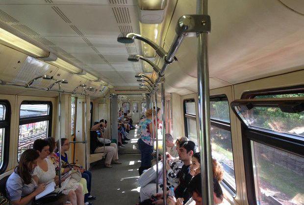 поручни в метро