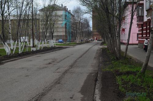 Фото города Инта №6858  Полярная 25, 22 и 20 (ведутся работы по ремонту фасада здания поПолярной 25) 03.06.2014_17:00