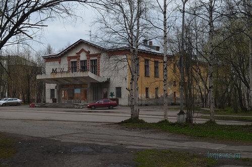 Фото города Инта №6869  Юго-восточный угол Мира 6 (бывший кинотеатр