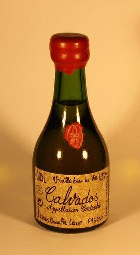 Кальвадос Calvados Appellation Controlee Viulla Eau de Vie