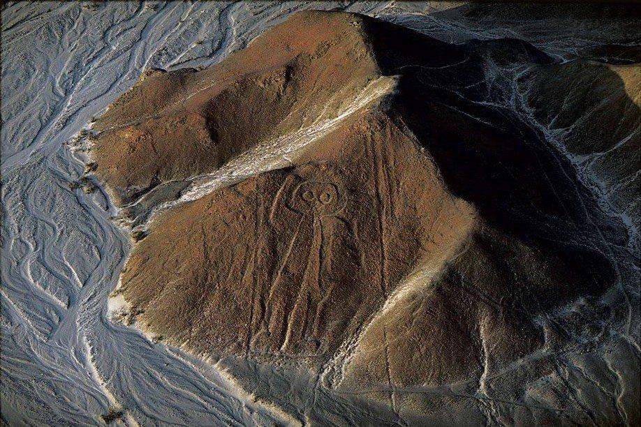 """1. """"Космонавт"""" на плато Наска, расположенным на территории Перу."""