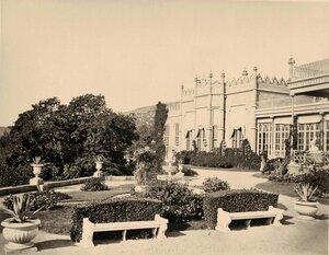 Вид части фасада дворца графа М.С.Воронцова (архитектор Эдуард Блор, 1828-1848 гг.).