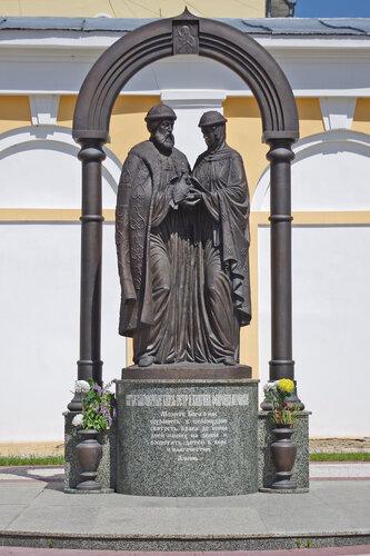 Памятник Благоверным Петру и Февронии Муромским