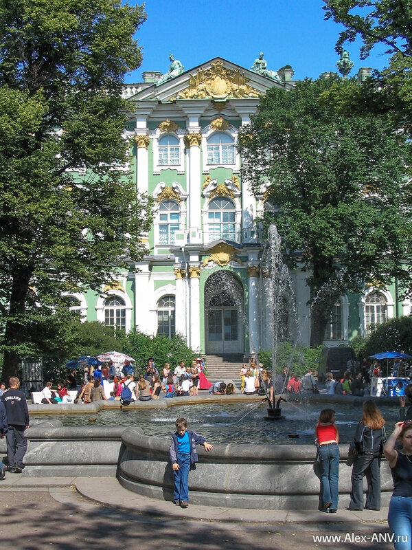 Фонтан перед Зимним Дворцом