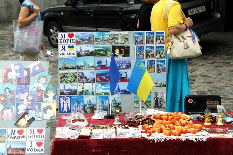 Торговля сувенирами на Андреевском спуске
