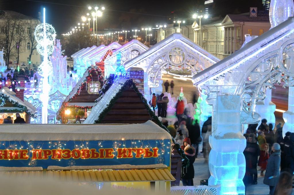 Ледовый городок на площади 1905-го года, декабрь 2015