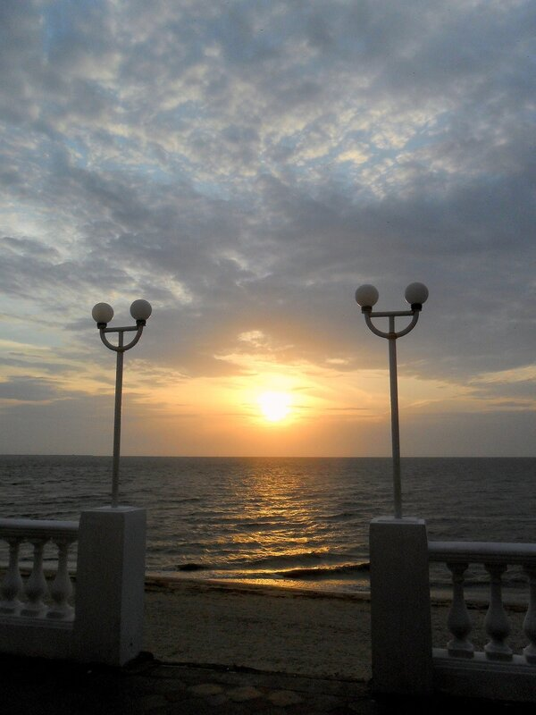 В мае, море вечернее