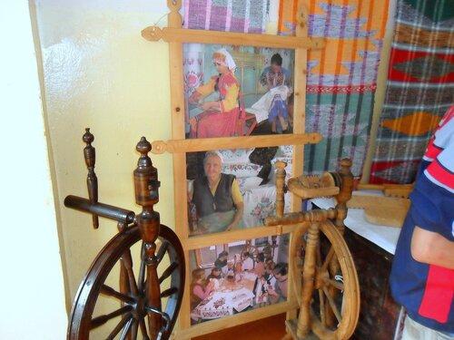 В музее Мезмая, Фото туристическое