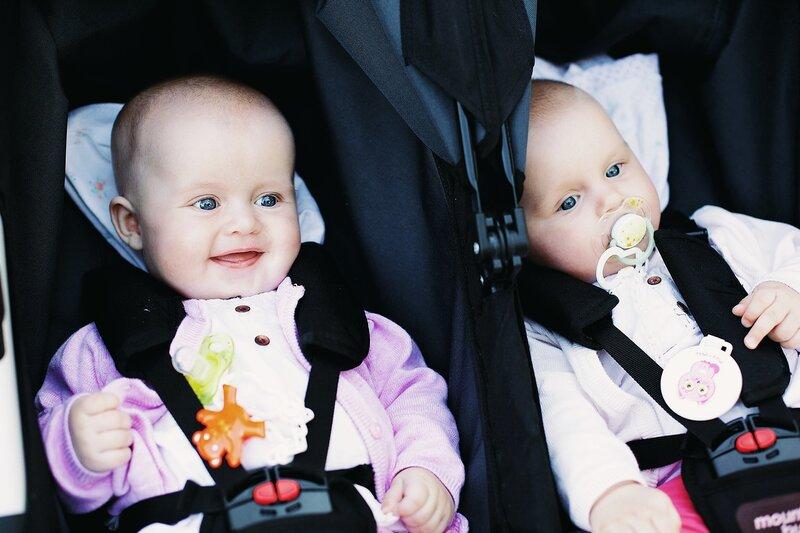 Сладкие девушки близняшки